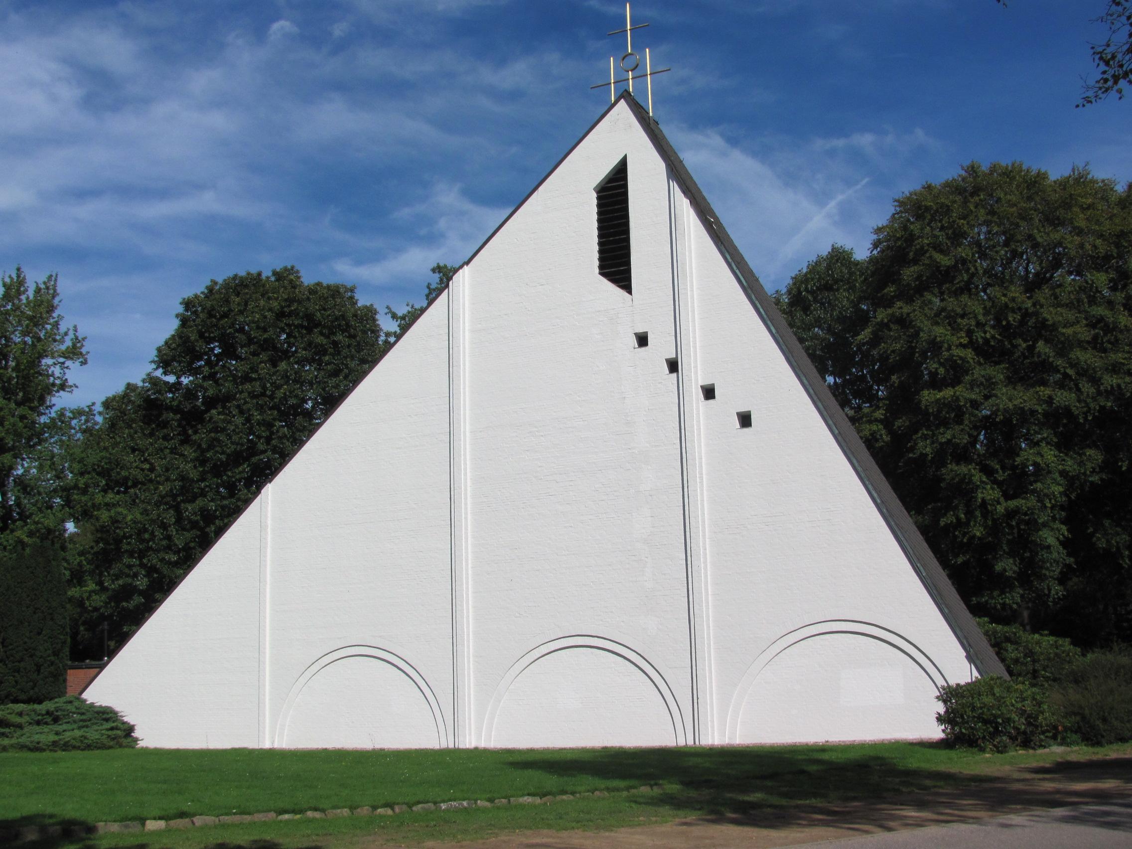 Ansicht der Dreifaltigkeitskirche der evangelisch-lutherischen Gemeinde Hohenlockstedt